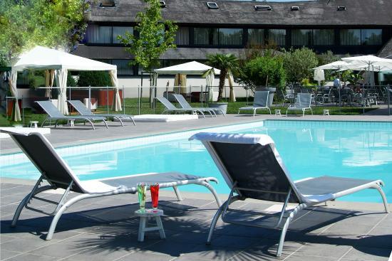Voglans, Frankrike: Outdoor pool Chambery Le Cervolan Pool