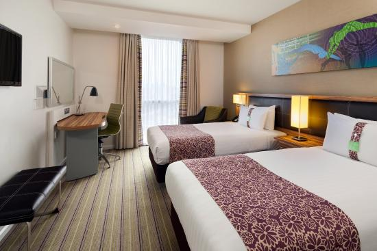 Staybridge Suites London-Stratford City: Relax in our modern standard twin room