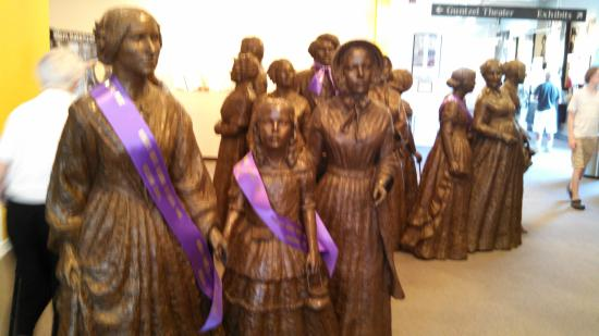 Seneca Falls, Nova York: Statues of Those Who Attended the First Suffrage Convention