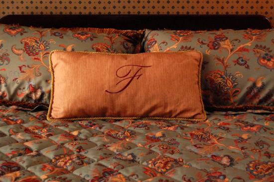 Fitger's Inn : Custom pillow