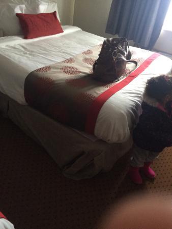Ramada Limited Bismarck Northeast : Sloppy bed making
