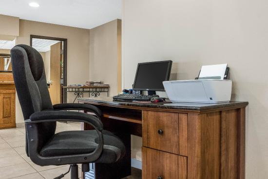 Quality Inn West Acres: Business Center