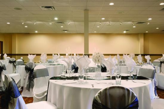 Days Hotel & Suites - Lloydminster: Ballroom - Weddings