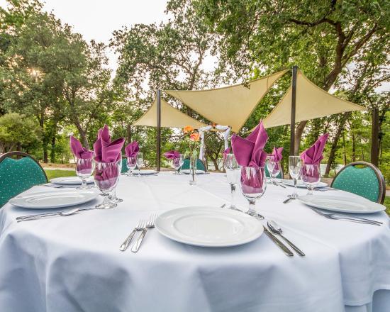 Anderson, CA: Wedding garden by the Sacramento River