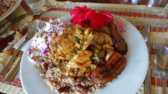 San Antonio, Belize: Professional chef in the middle of the jungle