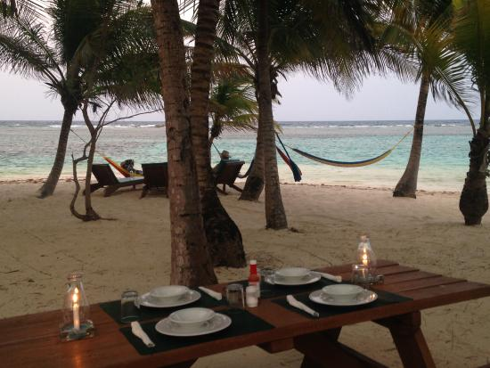 Pelican Beach - South Water Caye: dinner at the beach