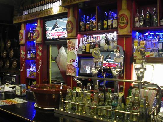 Morón de la Frontera, España: Barra del bar.
