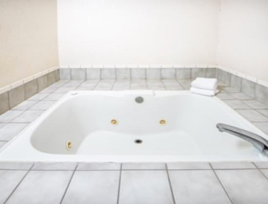 Super 8 Richfield Area: Jacuzzi Suites