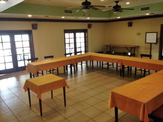 Pelican Beach - Dangriga: Conference setup