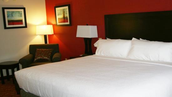 Guin, AL: King Bed Guest Room