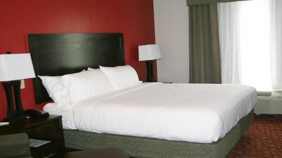 Guin, AL: King Guest Room