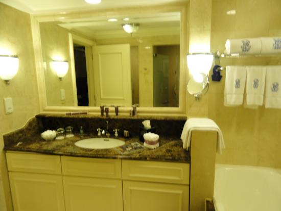 The Ritz-Carlton, Kuala Lumpur: Bathroom