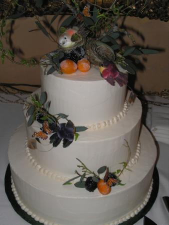 Lotus, Californien: Spring wedding cake. Sierra Rizing