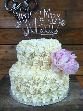 Lotus, Californien: Cowboy wedding cake. Sierra Rizing