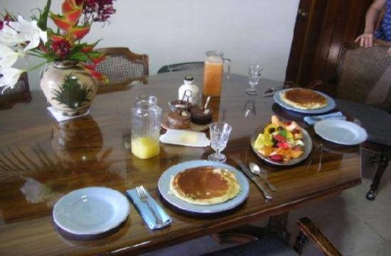 Nuevo Arenal, Costa Rica: Large delicious breakfast daily