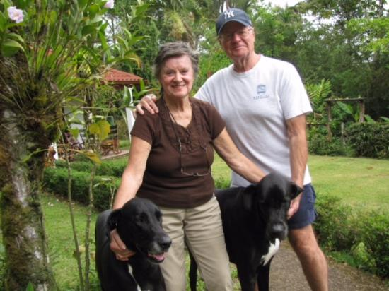 Nuevo Arenal, Costa Rica: Your helpful hosts Cathy & John Nicholas