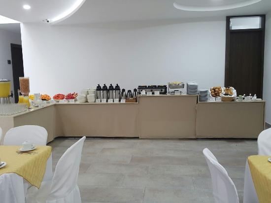 Hotel San Martin: Exquisito desayuno tipo buffet
