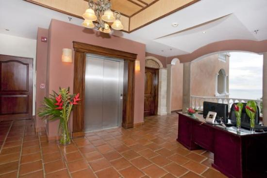 Pacifico Colonial: Elevator access to your condo