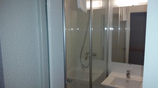 Hotel Inn Design Moutiers: Salle de bain chambre supérieure