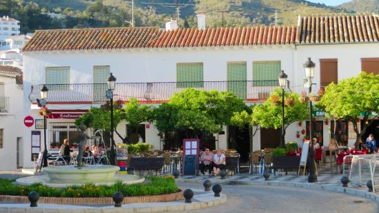 Plaza Espana Benalmadena: La niña