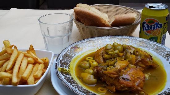 Restaurant Mamounia: Pain maison et poulet aux olives