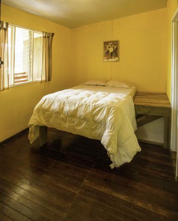 Nuevo Arenal, Kosta Rika: La chambre jaune donne sur le balcon