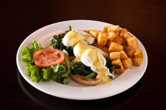 Symposium Cafe Restaurant & Lounge: Eggs florentine