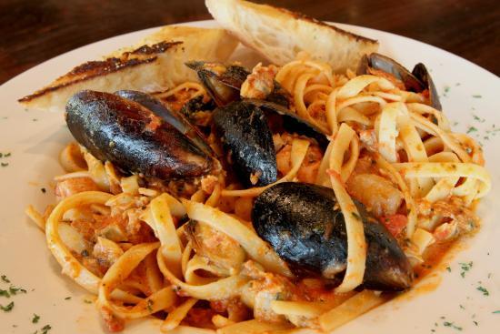 Symposium Cafe Restaurant & Lounge: Seafood pasta dinner