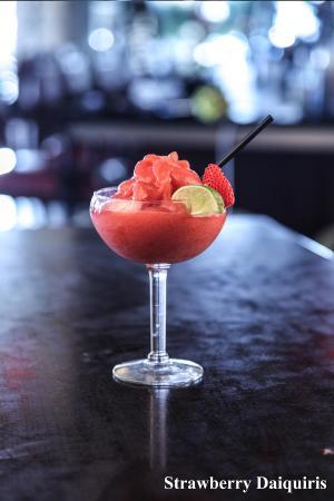 Symposium Cafe Restaurant & Lounge: Strawberries daiquiris