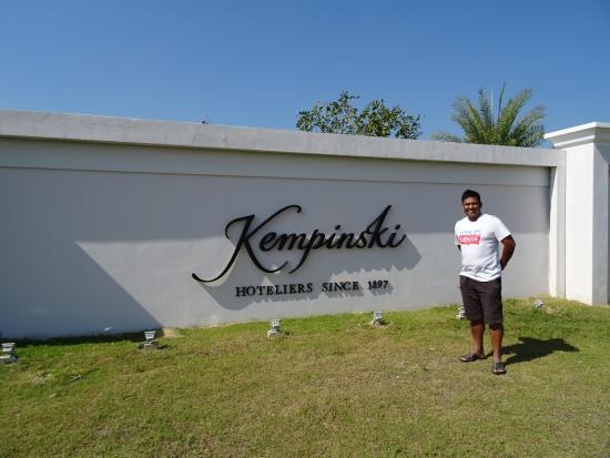 Kempinski Hotel Nay Pyi Taw: Hotel Entrance