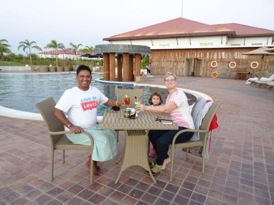 Kempinski Hotel Nay Pyi Taw: Sundowner By The Pool