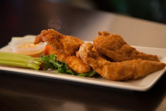 Symposium Cafe Restaurant & Lounge: Chicken tenders appetizer