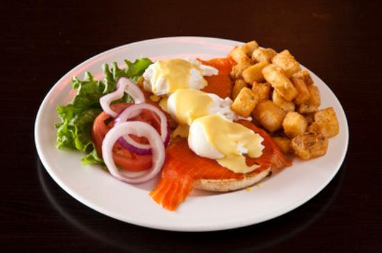 Symposium Cafe Restaurant & Lounge: Eggs benjamin