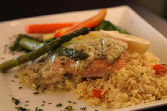 Symposium Cafe Restaurant & Lounge: Salmon pesto dinner
