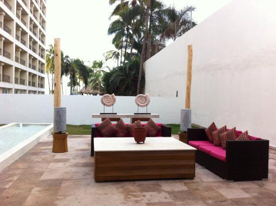 Sunscape Puerto Vallarta Resort & Spa: By the entrance