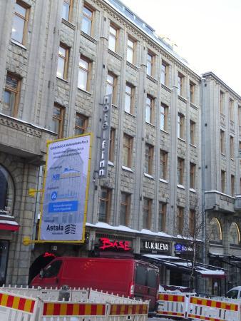 Hotelli Finn: 大通りから看板が見える