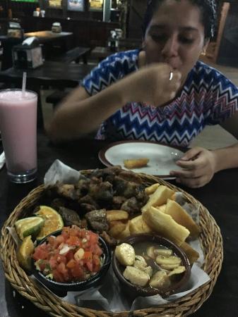 San Lorenzo de Flores, Costa Rica: IMG_20160122_191952_large.jpg