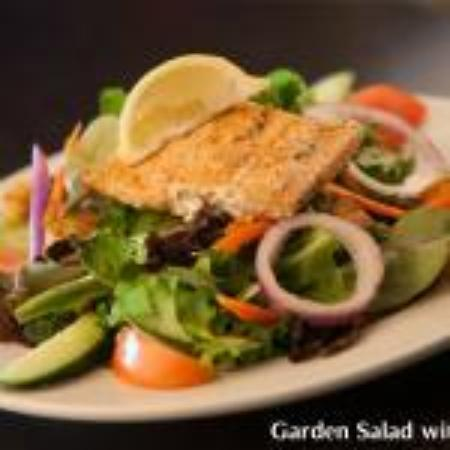 Symposium Cafe Restaurant & Lounge: Garden salad with salmon