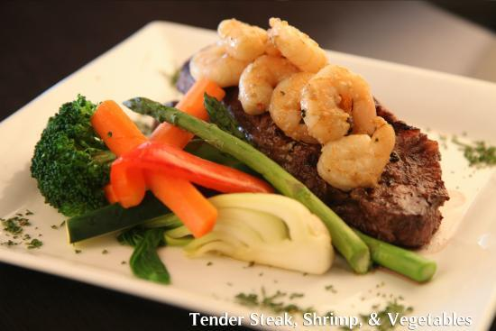 Symposium Cafe Restaurant & Lounge: Steak, shrimp and veggies dinner