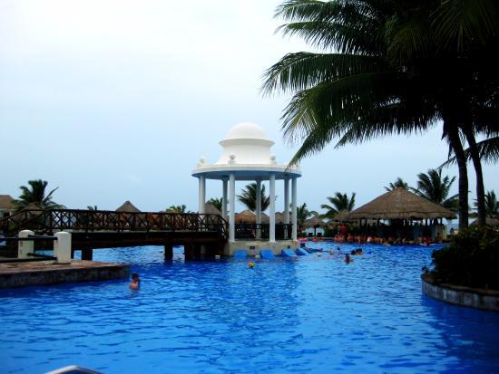 Now Sapphire Riviera Cancun: Wedding gazebo