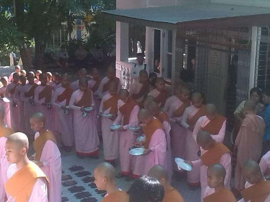 Dha Kya Di Tar Convent: Lunch at 1:00 AM