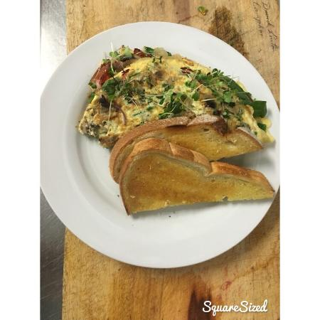 Marcoola, Australia: Amazing omelettes with your choice of toppings so yummy and filling ����