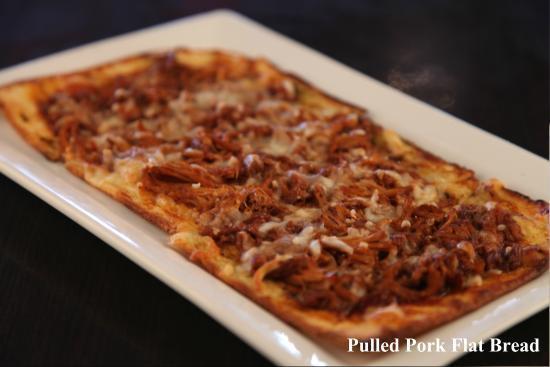 Symposium Cafe Restaurant & Lounge: Pulled pork flat bread