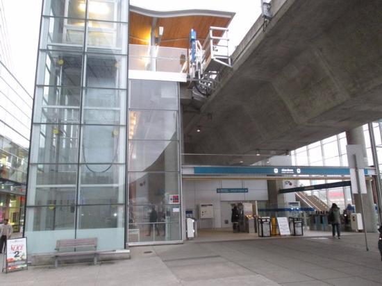 Canada Line: Aberdeen Entrance