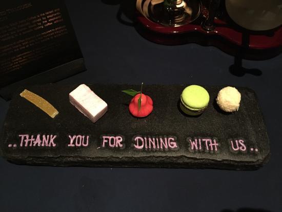 Jahn at Conrad Koh Samui: Tutto perfetto ! Splendido ristorante ! Servizio magnifico delle vere cameriere super attente !