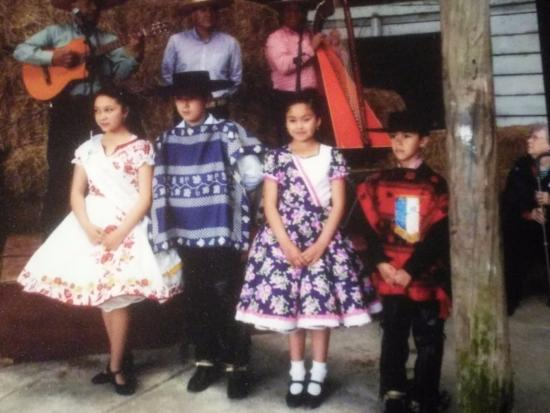 PuertoMontt-Excursiones: traditional dancers and musicians