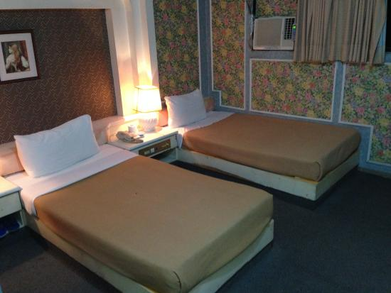 Qiaoli Hotel: クーラーがついている。