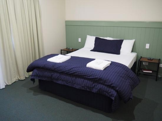 Pittsworth Motor Inn: Deluxe Queen room