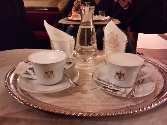 Cafe Florian: カフェ