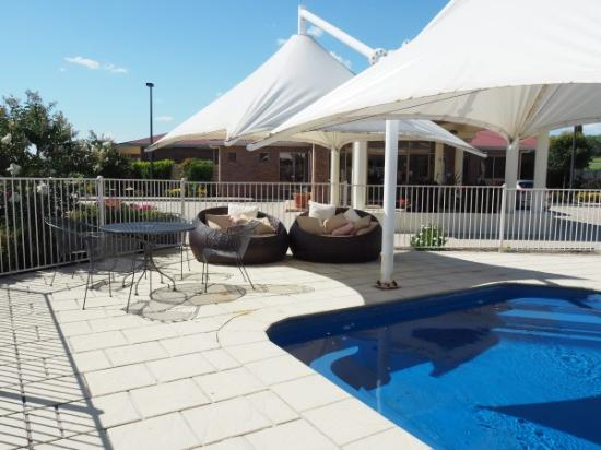 Pittsworth, Avustralya: Relax by the Pool